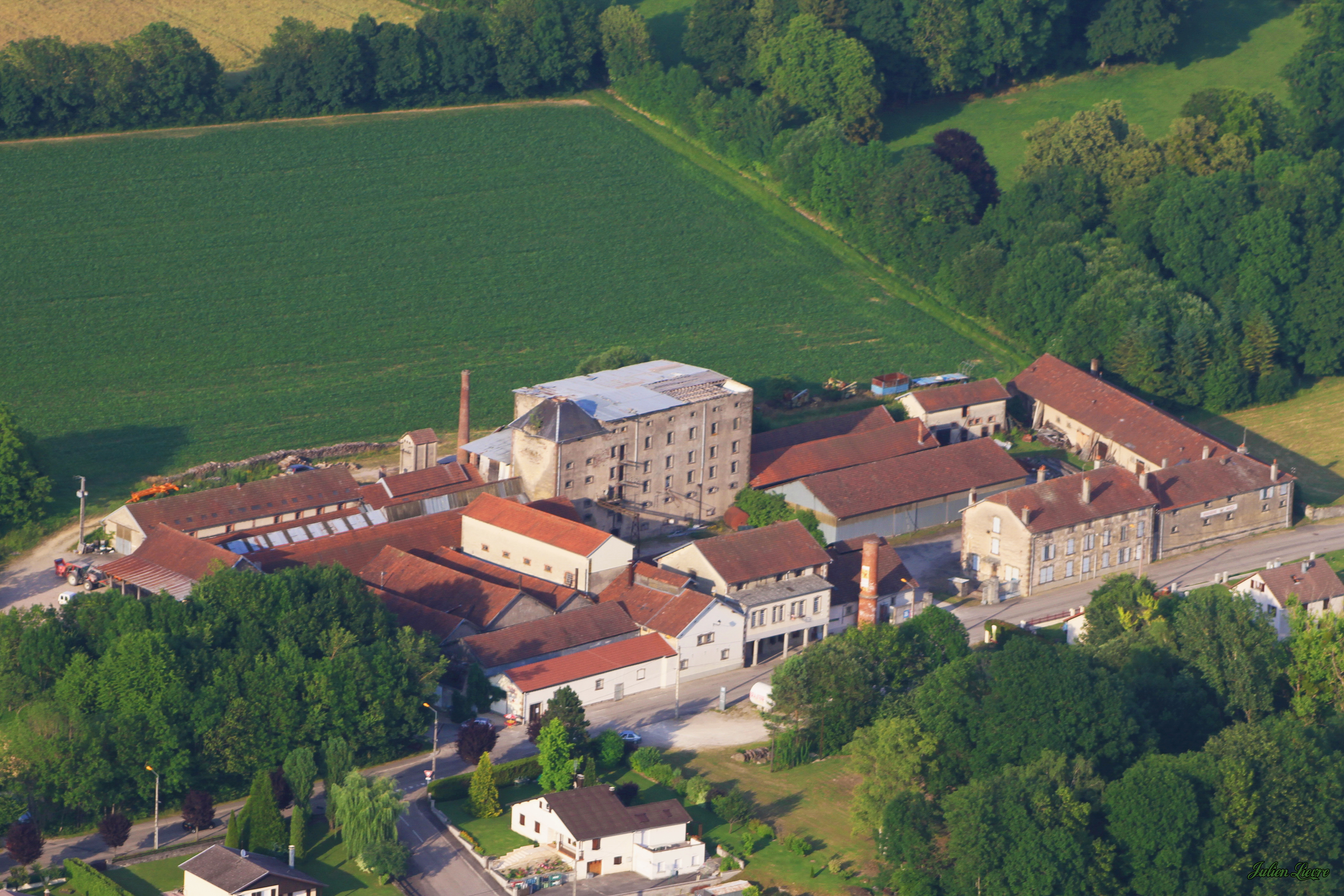 Brasserie Musée de Ville-sur-Illon vue du ciel